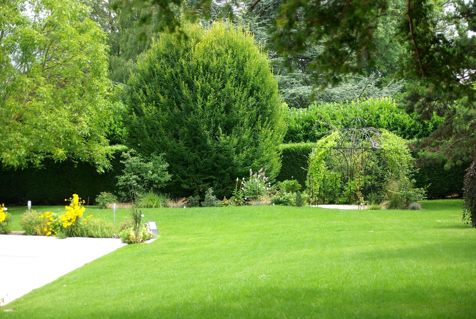 Pergolas abris de jardin fl jardin habille votre jardin for Jardin 2000 epernay