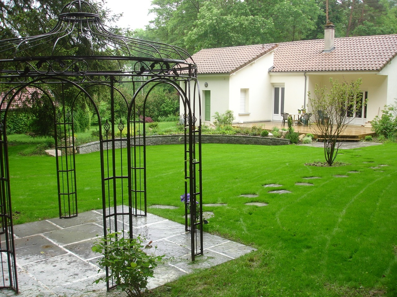 Gloriette fer forge fashion designs for Pergola fer forge pas cher
